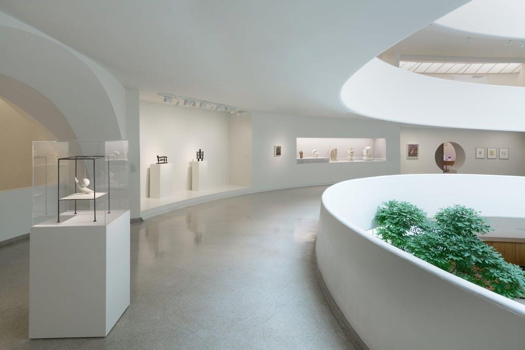 Exhibition view, Guggenheim Museum, NYC - © kamel mennour