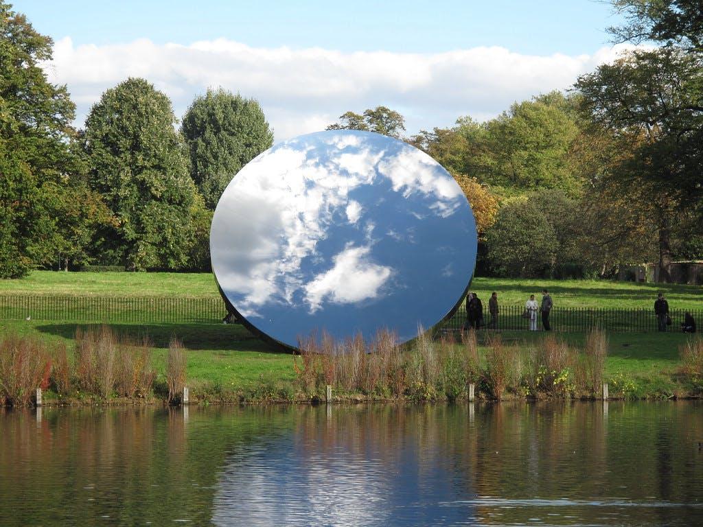 Exhibition view, Kensington Gardens, London - © kamel mennour