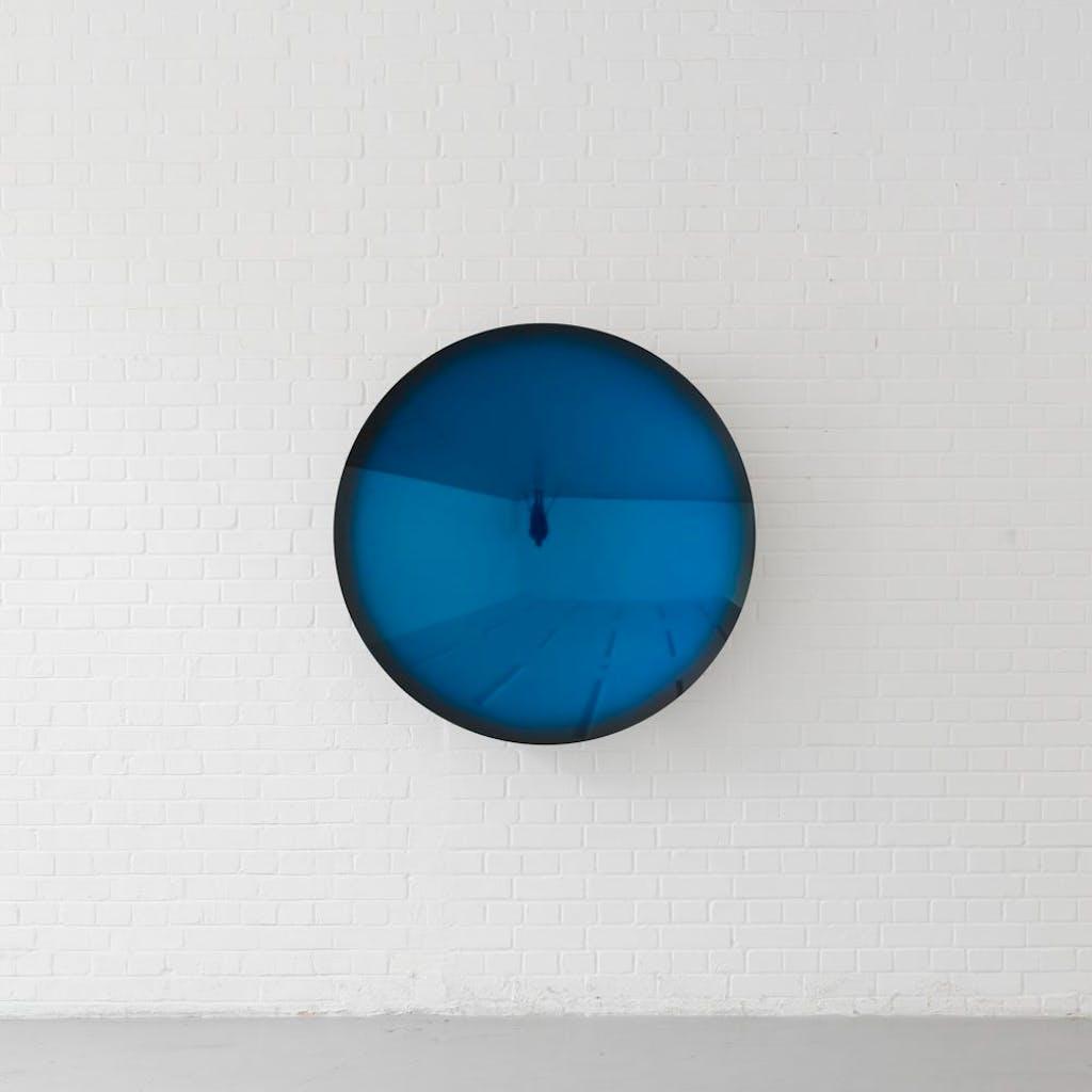 Mirror (Oriental Blue to Black) - © kamel mennour