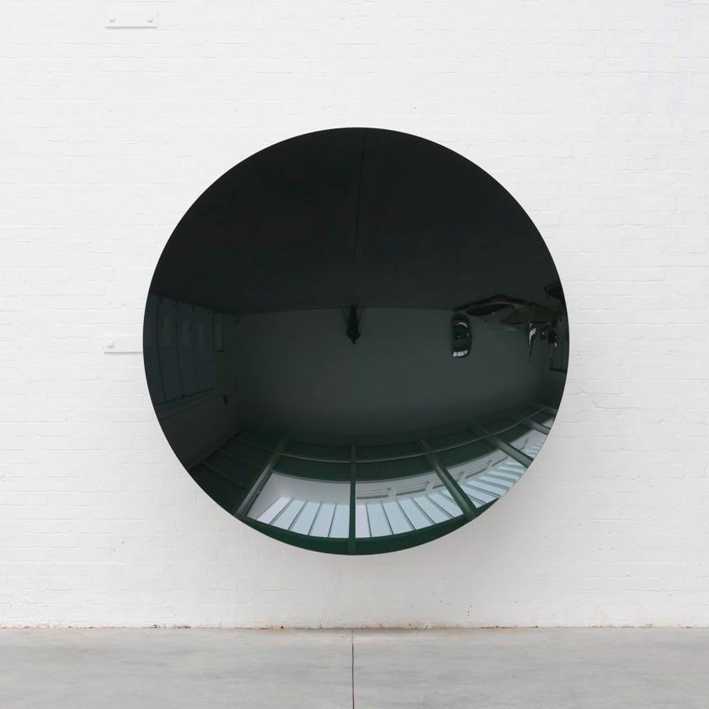 Untitled (Stellar Green Pearl / Transparent Black) - © kamel mennour