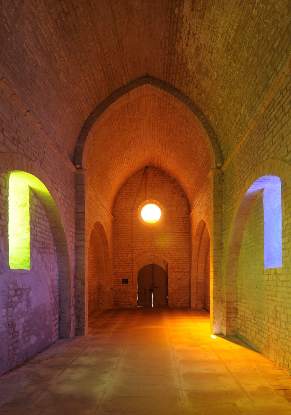 Exhibition view, Chapelle Saint Vincent, Grignan - © kamel mennour