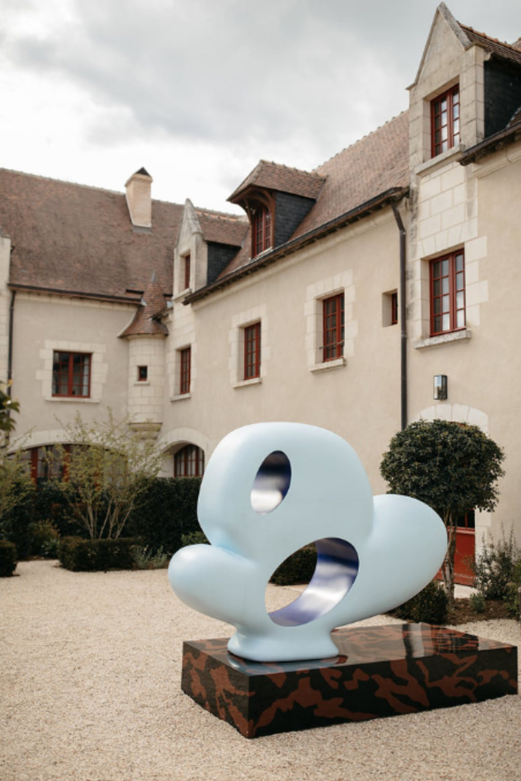 Exhibition view, Château de Chambord - © kamel mennour
