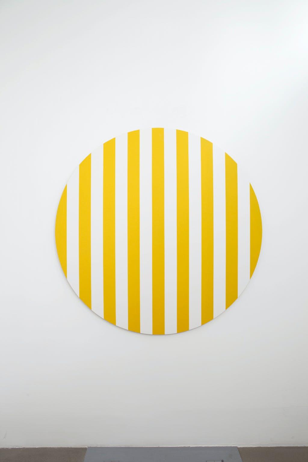 Cercle coloré jaune, situated work - © kamel mennour