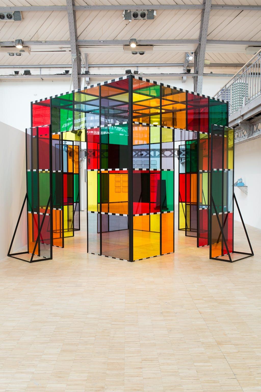 La Cabane éclatée aux plexiglas transparents et colorés, situated work - © kamel mennour