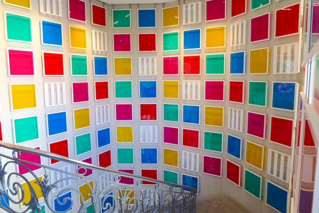 Cinq couleurs pour une entrée, permanent work in situ - © kamel mennour