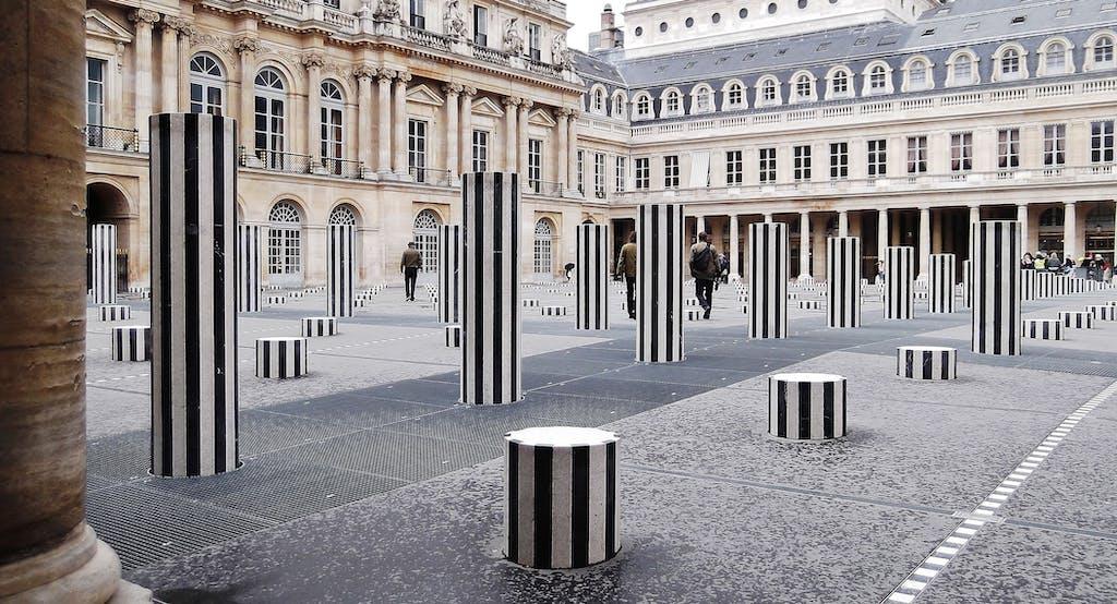 Les Deux Plateaux, permanent sculpture in situ - © kamel mennour
