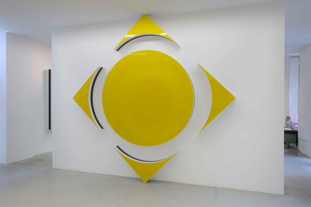 Quand les carrés font des cercles et des triangles : haut-relief situé - E - © kamel mennour