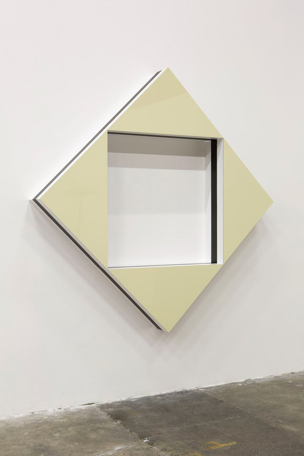 Quand les carrés font des triangles : Haut-Relief situé - F - © kamel mennour