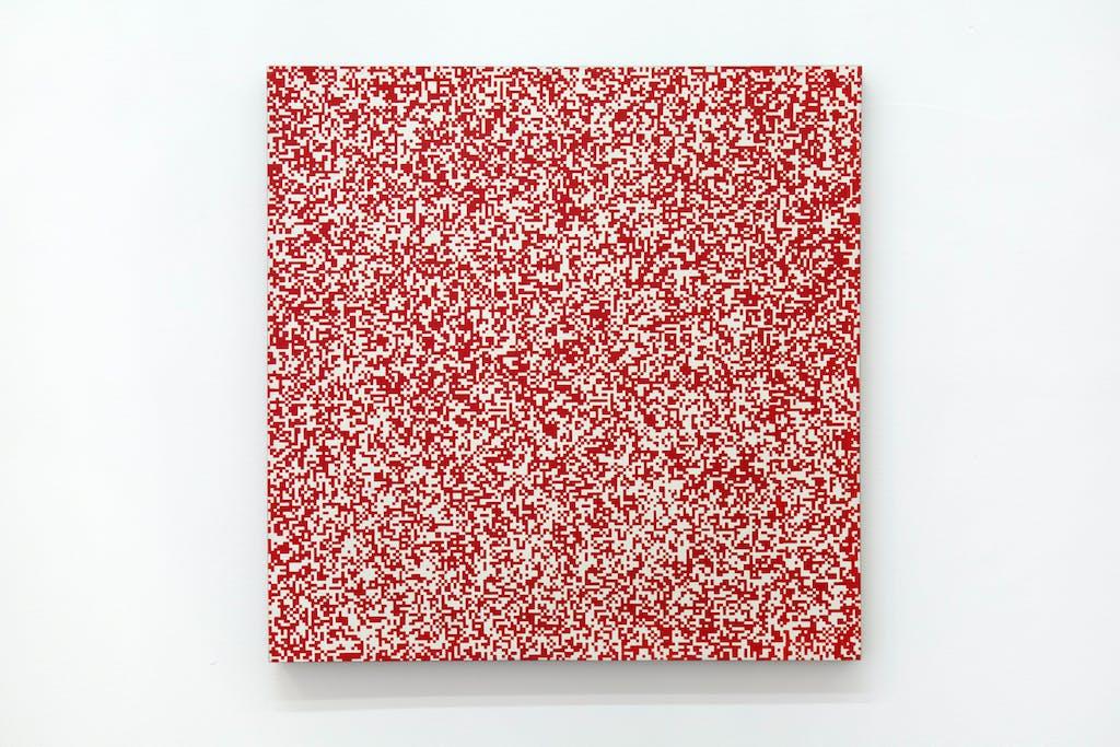 Répartition aléatoire de 40 000 carrés suivant les chiffres pairs et impairs d'un annuaire de téléphone, 50% rouge, 50% blanc - © kamel mennour