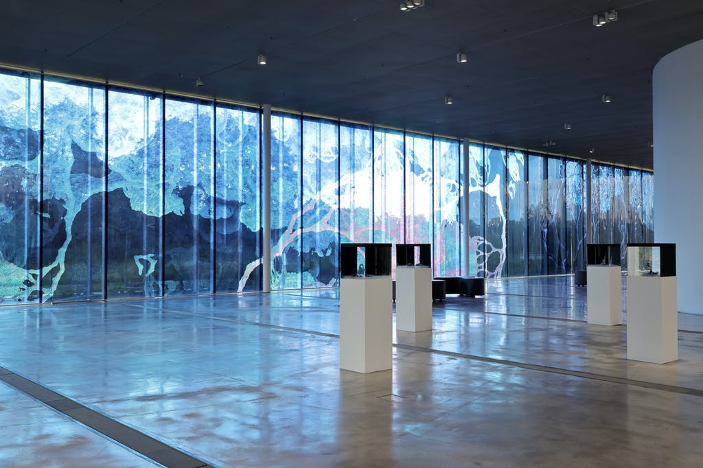 Exhibition view, Louvre Lens - © kamel mennour