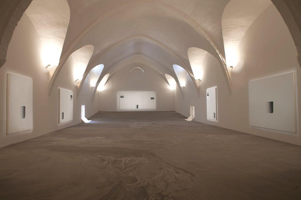 Exhibition view, Chapelle Saint-Laurent, Arles - © kamel mennour
