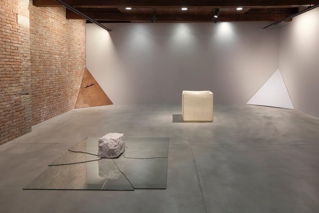 Exhibition view, Pinault Collection, Punta della Dogana, Venice - © kamel mennour