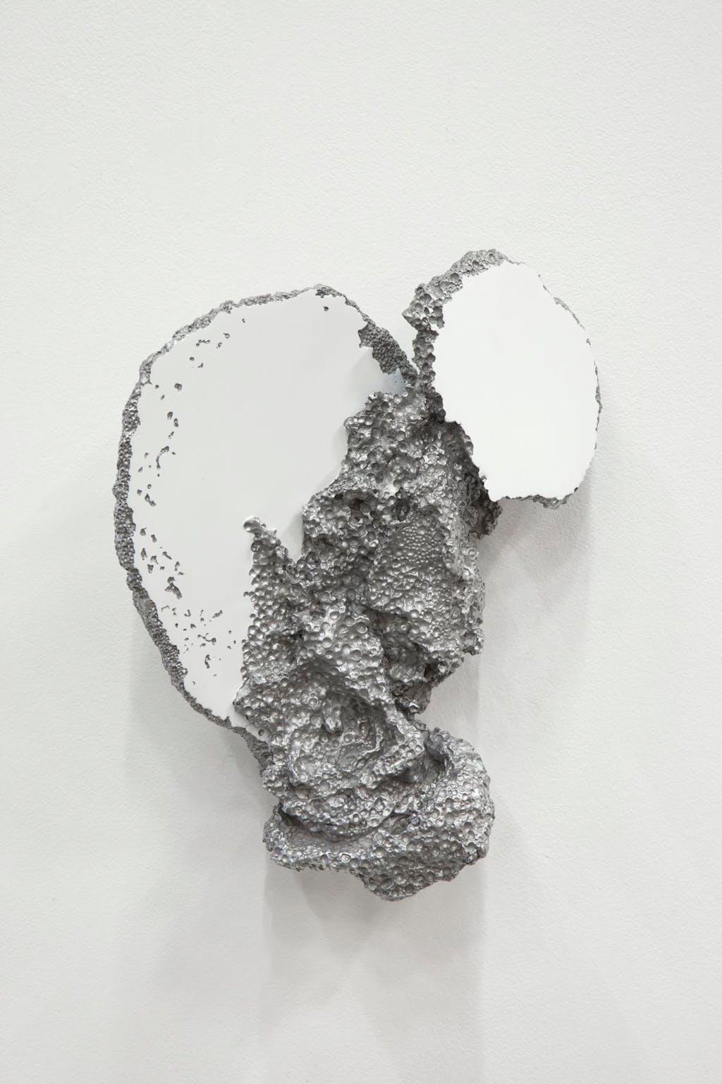 Sculpture à l'aveugle (wall) - © kamel mennour