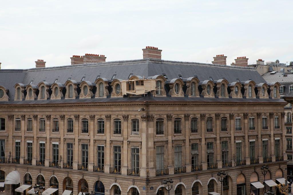 Exhibition view, Place Vendôme, Paris - © kamel mennour