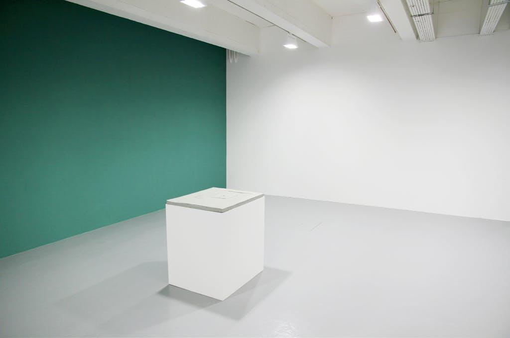 Exhibition view, Galerie Art et Essai, Rennes - © kamel mennour