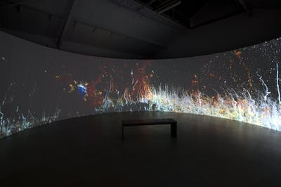 Hicham Berrada Présage, 2018 360° video installation with 4 synchronized video projectors in a circular architecture. Color video from performance (beaker, chemicals, camera and live screening) 8 min 25 s Variable dimensions - © © ADAGP Hicham Berrada Photo. archives kamel mennour Courtesy the artist and kamel mennour, Paris/London, kamel mennour