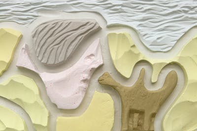 Neïl Beloufa - Pés de barro - © kamel mennour